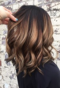 If you are looking for inspiration for your caramel highlights, this is for you